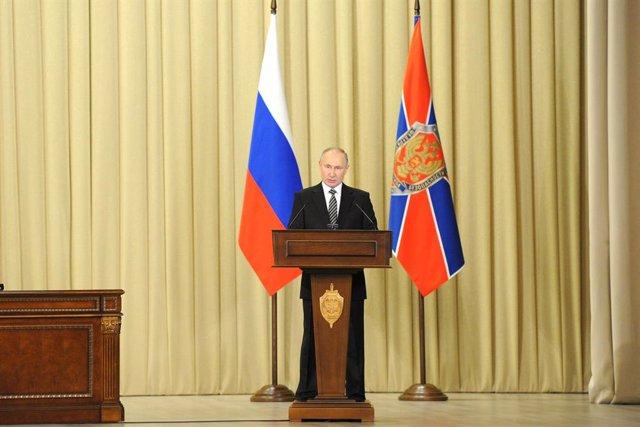 Archivo - El presidente de Rusia, Vladimir Putin, habla durante una reunión con el Servicio Federal de Seguridad Ruso (FSB).