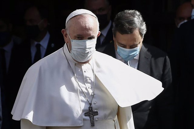 14 May 2021, Italy, Rome: Pope Francis (L) leaves at the Conciliazione Auditorium after attending a conference on the country's demographic crisis, with Italian Prime Minister Mario Draghi. Photo: Cecilia Fabiano/LaPresse via ZUMA Press/dpa