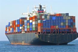 Archivo - Cargo container ship at sea