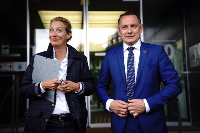 25 May 2021, Berlin: Alice Weidel (L), leader of the Alternative for Germany (AfD) parliamentary group in the Bundestag, and Tino Chrupalla, AfD party leader, introduce themselves as the AfD's top duo for the Bundestag election at a press conference. An o