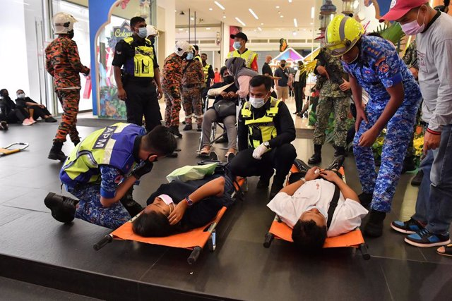 Heridos por la colisión de trenes en el metro de Kuala Lumpur.