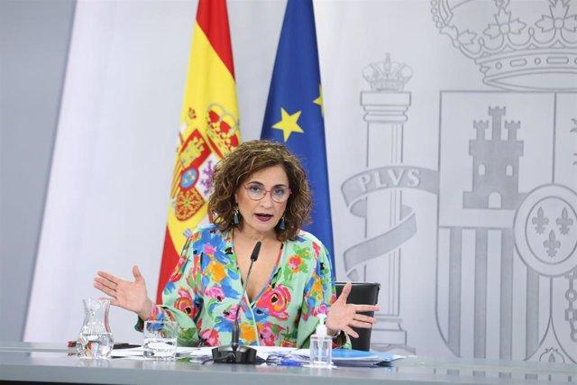 La ministra portavoz y ministra de Hacienda, María Jesús Montero comparece en una rueda de prensa, posterior al Consejo de Ministros, en el Complejo La Moncloa, a 25 de mayo de 2021, en Madrid (España). Unos de los temas aprobado en el Consejo de Ministro