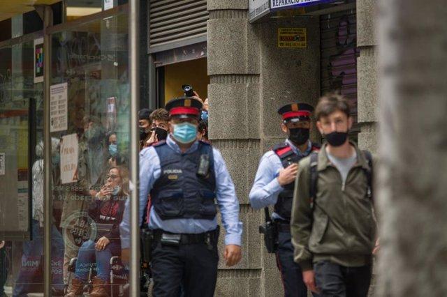 Protesta davant la seu d'ERC a Barcelona, ocupada aquest dimarts per activistes de sindicats d'habitatge en protesta pel desnonament del bloc Llavors.