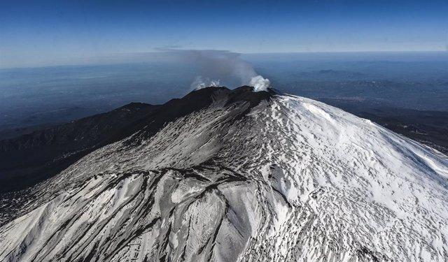 Archivo - Vista aérea del volcan Etna