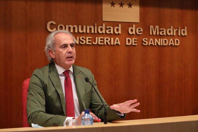 El consejero de Sanidad en funciones de la Comunidad de Madrid, Enrique Ruiz Escudero, interviene durante una rueda de prensa sobre la situación epidemiológica y asistencial por coronavirus en la región, a 21 de mayo de 2021, en Madrid (España).