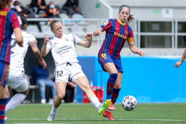 """Yoyce Magallanes Borini of Madrid CFF and Maria Victoria Losada """"Vicky"""" of FC Barcelona in action during the spanish women league, Primera Iberdrola, football match played between Madrid CFF and FC Barcelona at Antiguo Canodromo on April 28, 2021 in Madri"""