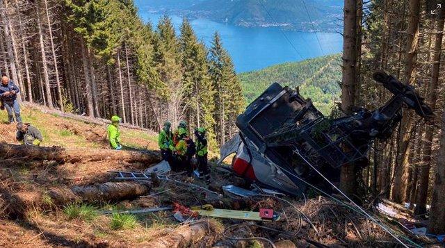 Cabina del teleférico siniestrado que ha dejado al menos 14 muertos en el norte de Italia