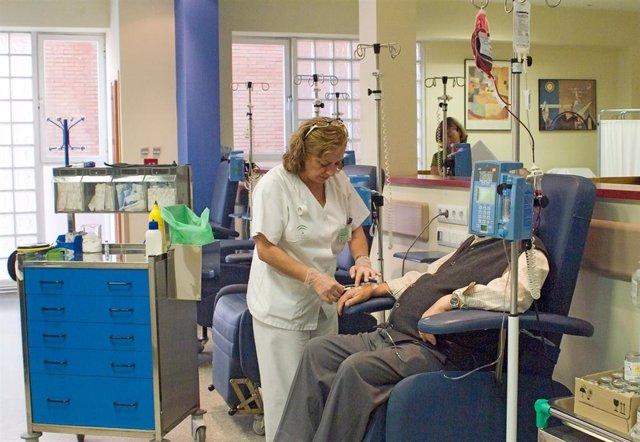 Archivo - [L Mmcc.Huvmr.Sspa] Más De 350 Pacientes Oncológicos Son Atendidos Cada Día En Las Salas De Radioterapia Y El Hospital De Día Del Virgen Del Rocío