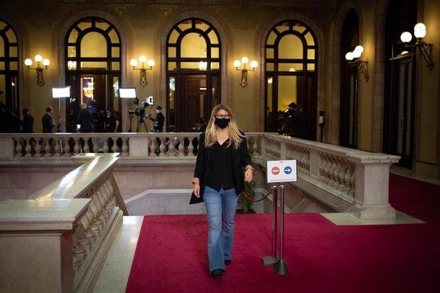 La vicepresidenta de Junts, Elsa Artadi a su llegada a una sesión plenaria en el Parlament de Catalunya, a 20 de mayo de 2021, en Barcelona, Catalunya (España). El Parlament comienza hoy el pleno de investidura del candidato de ERC a la Presidencia de la
