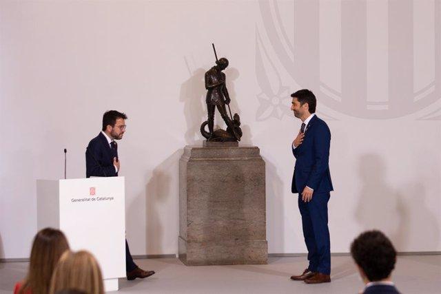 El president de la Generalitat, Pere Aragonès, i el vicepresident i conseller de Polítiques Digitals i Infraestructures, Jordi Puigneró, en l'acte de presa de possessió del nou Govern.