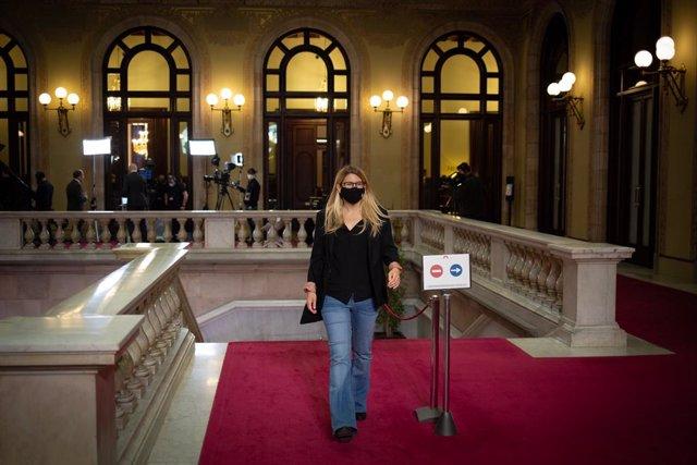 Arxiu - La vicepresidenta de Junts, Elsa Artadi, arriba a una sessió plenària al Parlament de Catalunya.