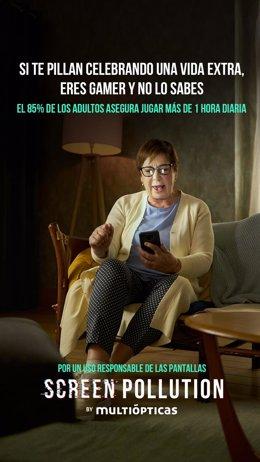 Celia Villalobos se convierte en 'gamer' con Multiópticas para concienciar sobre las horas delante de pantallas