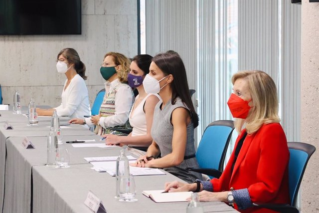 Reunión de la Reina con la Federación Española de Mujeres Directivas, Ejecutivas, Profesionales y Empresarias, que agrupa bajo sus siglas a diversas asociaciones de mujeres, que trabajan en múltiples sectores empresariales y de la Administración Pública.
