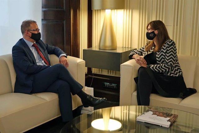 L'ambaixador txec a Espanya, Ivan Jancarek, i la presidenta del Parlament, Laura Borràs.