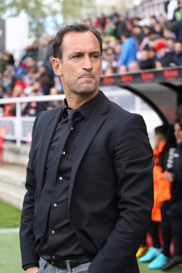 Archivo - Tenerife's coach Joseba Etxeberria during Liga 123 match between Rayo Vallecano  and Tenerife at the Vallecas stadium in Madrid, Sunday, April 29th 2018.