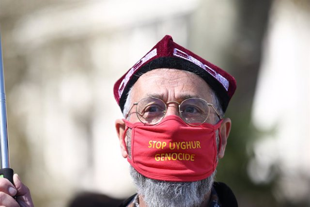 Archivo - 22 April 2021, United Kingdom, London: A man takes part in a Uyghurs demonstration at Parliament Square, which is being held ahead of a House of Commons debate, bought by backbench MP Nus Ghani, on whether Uyghurs in China's Xinjiang province ar