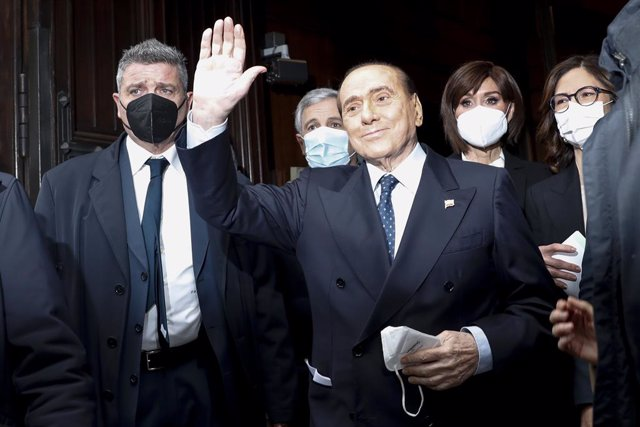 Archivo - 09 February 2021, Italy, Rome: Former Italian Prime Minister Silvio Berlusconi arrives to meet with Mario Draghi, at the Italian Chamber of Deputies. Draghi, the former chief of the European Central Bank has been assigned by President Sergio Mat