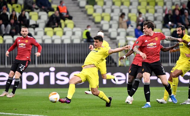 26 May 2021, Poland, Gdansk: Villarreal's Moreno Gerard (2nd L) scores his side's first goal during the UEFA Europa League final soccer match between FC Villarreal and Manchester United at Gdansk Stadium. Photo: Rafal Oleksiewicz/PA Wire/dpa