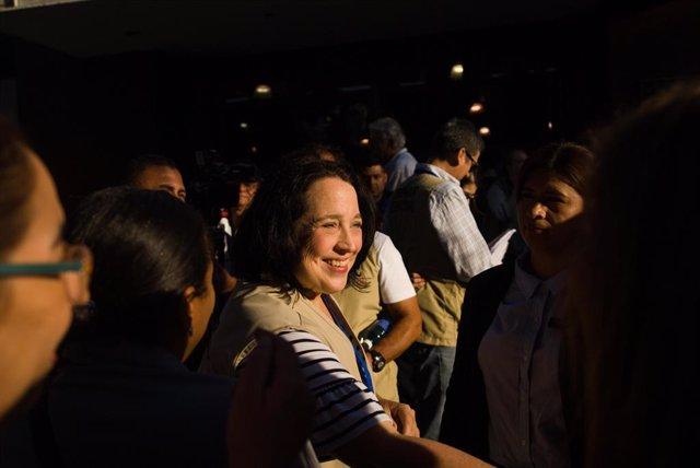 Archivo - 03 February 2019, El Salvador, San Salvador: US ambassador to El Salvador, Jean Manes attends the closing of a voting center during the 2019 Salvadoran presidential election. Photo: Camilo Freedman/ZUMA Wire/dpa