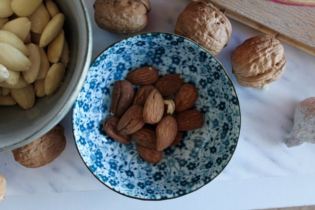 Archivo - Zinc, almendras, frutos secos