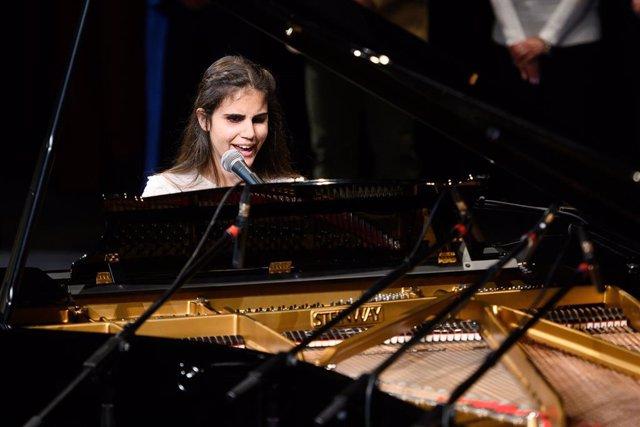 Laura Diepstraten, ganadora de la primera edición del International Low Vision Song Contest