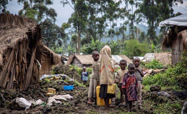 Archivo - Niños desplazados en Kishanga, en la provincia congoleña de Kivu Norte