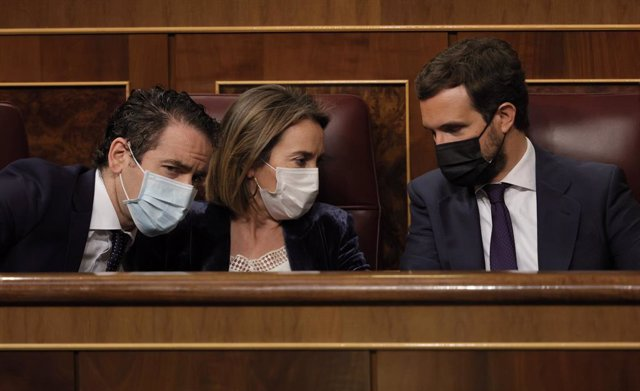 (I-D) El secretario general del Partido Popular, Teodoro García Egea; la portavoz del PP en el Congreso de los Diputados, Cuca Gamarra; y el líder del PP, Pablo Casado,