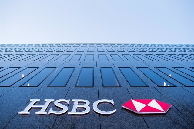 Archivo - FILED - 13 February 2017, Duesseldorf: A general view of the fascade of the HSBC bank branch in Duesseldorf. HSBC and Shell announced Friday a request for employees to stay in their homes in Hong Kong and Singapore, following direct contact with