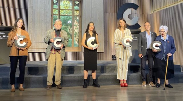 Els Premis Nacionals de Cultura 2021 reconeixen l'escriptor i pintor Narcís Comadira, la fotògrafa Maria Contreras Coll, l'editora Maria Carme Dalmau, el Festival de Cultures del Pirineu Dansàneu i l'artista Mónica Rikic.