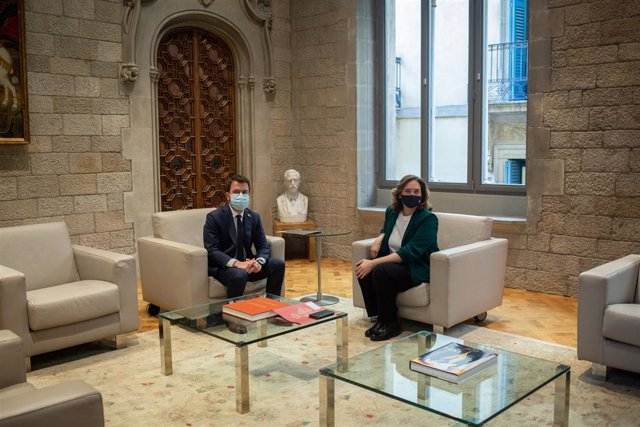 El president de la Generalitat, Pere Aragonès, i l'alcaldessa de Barcelona, Ada Colau, durant una reunió, a 27 de maig de 2021, al Palau de la General, Barcelona, Catalunya, (Espanya).