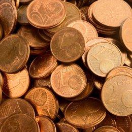 Archivo - Monedas de 1 y 2 céntimos de euro, podrían ser retiradas