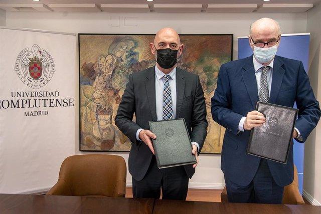 Archivo - El representante de CAF en Europa, José Antonio García Belaunde, y el rector de la Universidad Complutense de Madrid, Joaquín Goyache Goñi