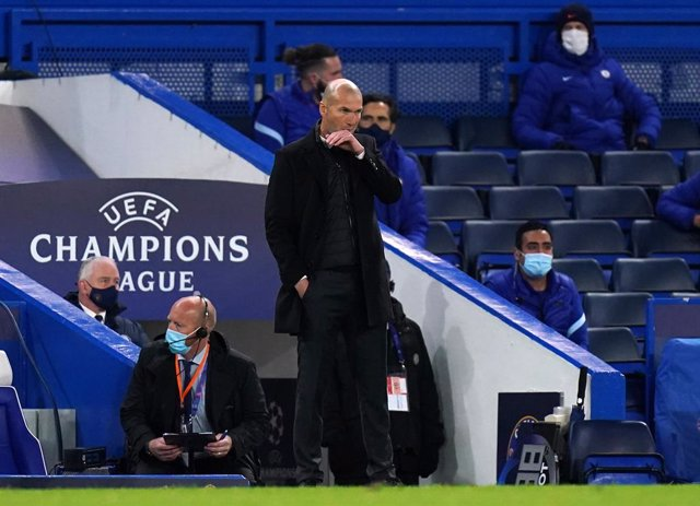 05 May 2021, United Kingdom, London: Real Madrid manager Zinedine Zidane gestures on the touchline during the UEFA Champions League Semi-Final second leg soccer match between Chelsea FC and Real Madrid CF at Stamford Bridge. Photo: Adam Davy/PA Wire/dpa