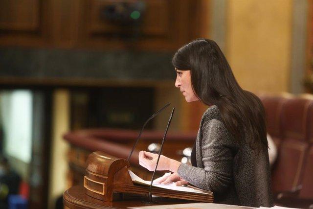 La secretaria general del Grupo Parlamentario Vox en el Congreso, Macarena Olona, interviene durante una sesión de control en el Congreso de los Diputados, a 12 de mayo de 2021,