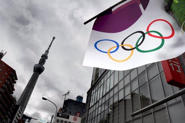 Arxiu - Bandera olímpica a Tòquio.