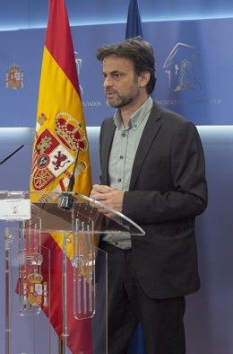 Archivo - El presidente del grupo parlamentario de Unidas Podemos en el Congreso, Jaume Asens, interviene en una rueda de prensa en el Congreso de los Diputados,