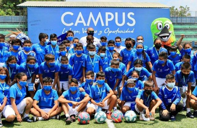 Cerca de 240 jóvenes participan en el I Campus del programa 'LaLiga, Valores y Oportunidad' en El Salvador.