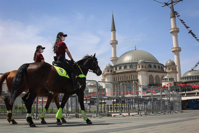 01 May 2021, Turkey, Istanbul: Female police officers on horseback walk at Taksim Square during a Protest to mark the May Day, International Workers' Day. Photo: Hakan Akgun/SOPA Images via ZUMA Wire/dpa