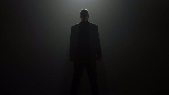 """Cobra Kai: El tráiler de la temporada 4 confirma el regreso de otro villano de Karate Kid y promete """"verdadero dolor"""""""