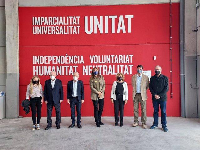 La presidenta del Parlament, Laura Borràs, visita el Centre Humanitari de la Creu Roja a Catalunya, a Sant Martí de Tous (Barcelona).