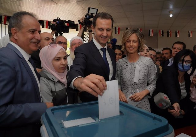 HANDOUT - 26 May 2021, Syria, Douma: Syrian President Bashar Al-Assad and his wife Asma cast their votes during the Presidential elections at a polling station in Douma. Photo: -/Syrian Presidency/dpa
