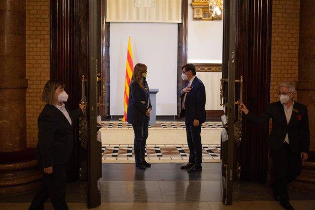 Arxiu - La presidenta del Parlament, Laura Borràs, i el líder del PSC a la cambra catalana, Salvador Illa.