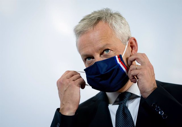 Archivo - 11 September 2020, Berlin: Bruno Le Maire, French Minister for Economic and Financial Affairs, removes his mask before speaking to the press at the start of the EU Informal Meeting of Ministers for Economic and Financial Affairs. Photo: Kay Niet