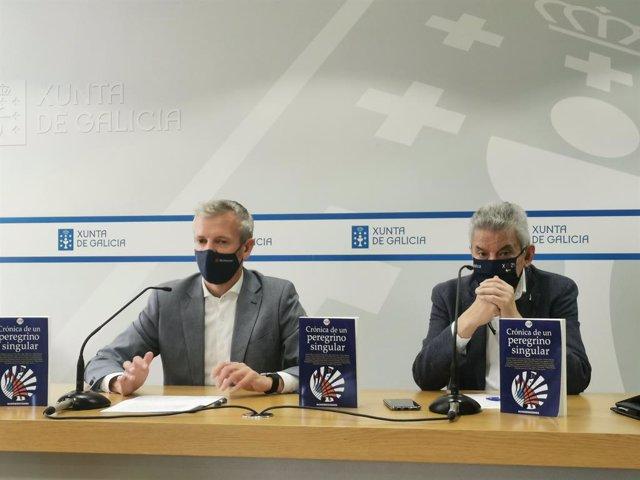 El vicepresidente primero de la Xunta,Alfonso Rueda, y el presidente de la Academia Xacobea, Xesús Palmou, en rueda de prensa.