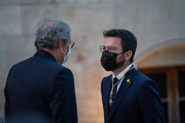 Arxiu - L'expresident de la Generalitat, Quim Torra, i el nou president, Pere Aragonès.