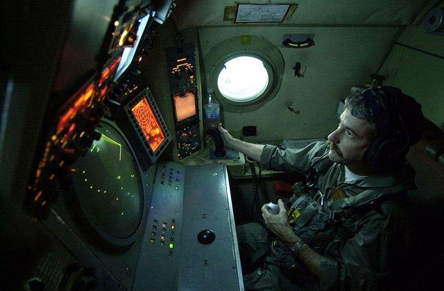 Archivo - Imagen de archivo de una cabina de radar de EEUU
