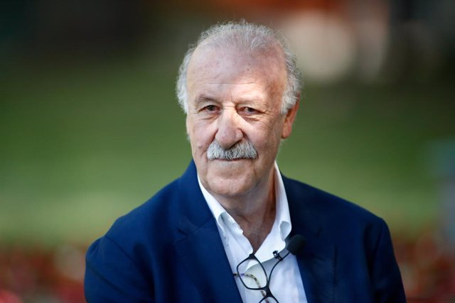 Archivo - Vicente del Bosque, ex head coach of Spain Team, looks on during an act to commemorate the 10th anniversary of the victory of the Spanish soccer team in the World Cup in South Africa to become World Champion, at the CSD, Superior Sports Council,