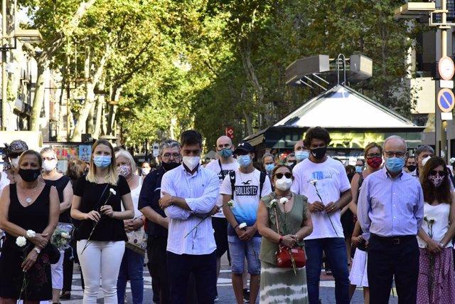 Archivo - Arxiu - Minut de silenci en record de les 16 persones que van morir el 17 d'agost del 2017 en els atemptats de Barcelona i Cambrils.
