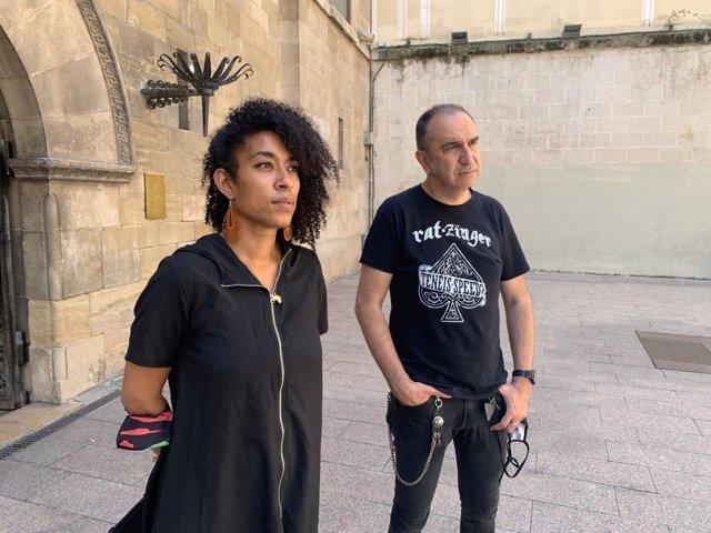 La diputada de la CUP al Parlament Basha Changue i l'exregidor de Lleida Francesc Gabarrell.