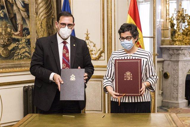 La ministra de Asuntos Exteriores, Unión Europea y Cooperación, Arancha González Laya, durante la reunión con su homólogo hondureño, Lisandro Rosales en el Palacio de Viana, a 28 de mayo de 2021, en Madrid, (España). La reunión se produce días después de